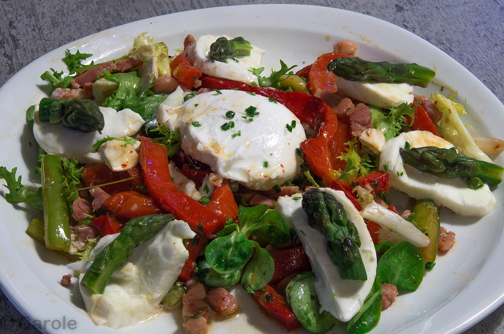 salade oeufs pochés mozzarela asperges
