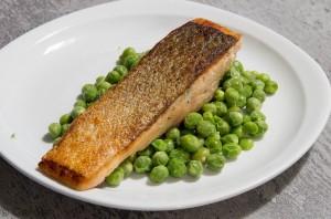 saumon unilatéral et petits pois