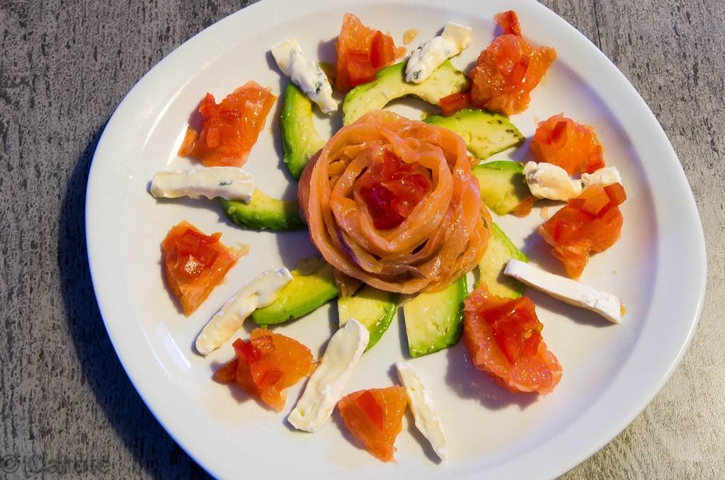 Saumon fum les exp riences culinaires de carole - Decoration de salade sur assiette ...