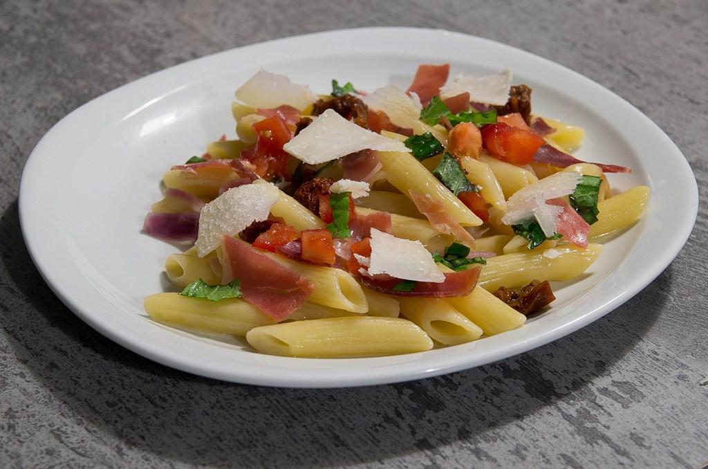 P tes fa on risotto au jambon de parme basilic et tomates - Comment couper le basilic ...