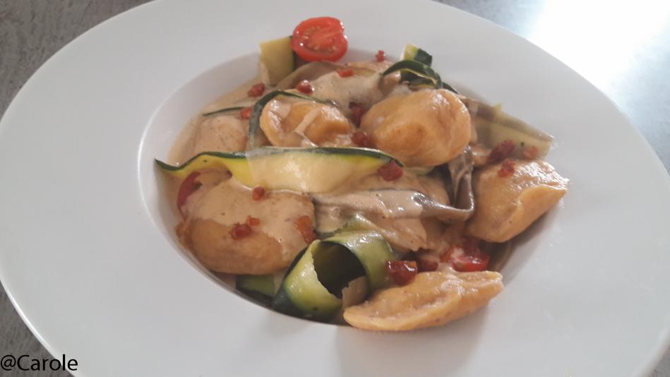 Ingrédients pour 4 personnes : Pour la pâte : 230g de farine 2 oeufs 1/4 de patate douce (facultatif ; c'est surtout pour la couleur des ravioles) 1 courgette 1 aubergine 25cm de chorizo fort...