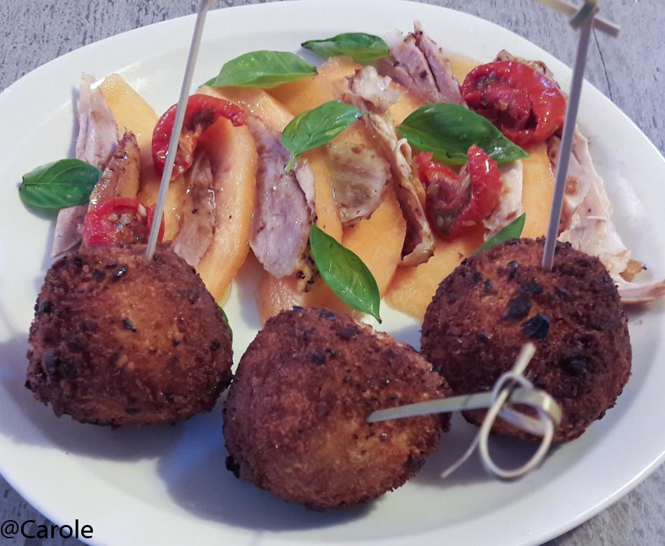 Ingrédients pour 4 personnes : 2 boules de mozzarella une vingtaine de feuilles de basilic une vingtaine de pétales de tomates confites panure panko, une dizaine de noix de cajou 5 oeufs...