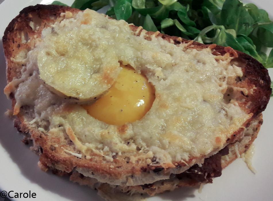 Ingrédient pour 4 personnes : 8 grandes tranches de pain de taille identique. 16 merguez 4 œufs 200g de gruyère râpé sel, poivre Sur 4 tranches de pain, creuser à l'emporte pièce un cercle...